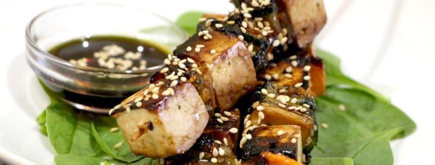 brochettes végétariennes de tofu mariné
