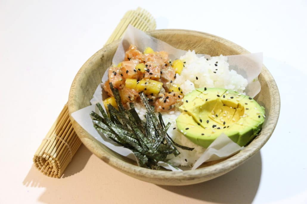 sushi bowl au saumon mangue et avocat