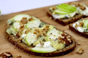 tartines fromage pomme et noix